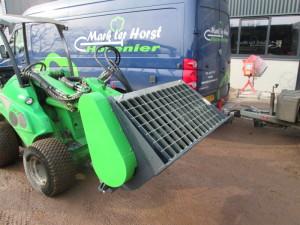 betonmixer voor aan een Avant shovel afgeleverd